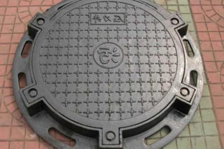 球墨铸铁井盖的平度检查